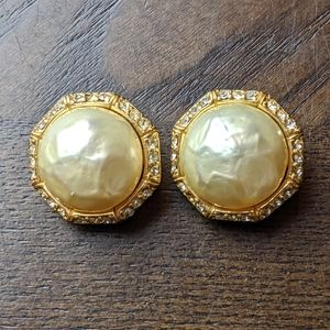 Vintage Ciner Costume Jewelry Clip-on Earring Gold